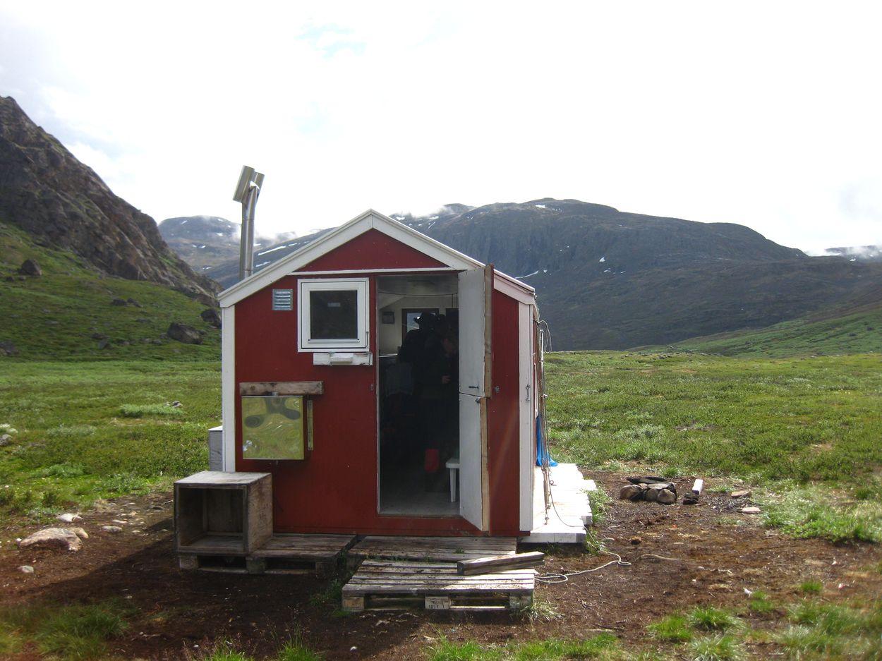 nachdem die Grönländer weg sind besetzen wir die Hütte