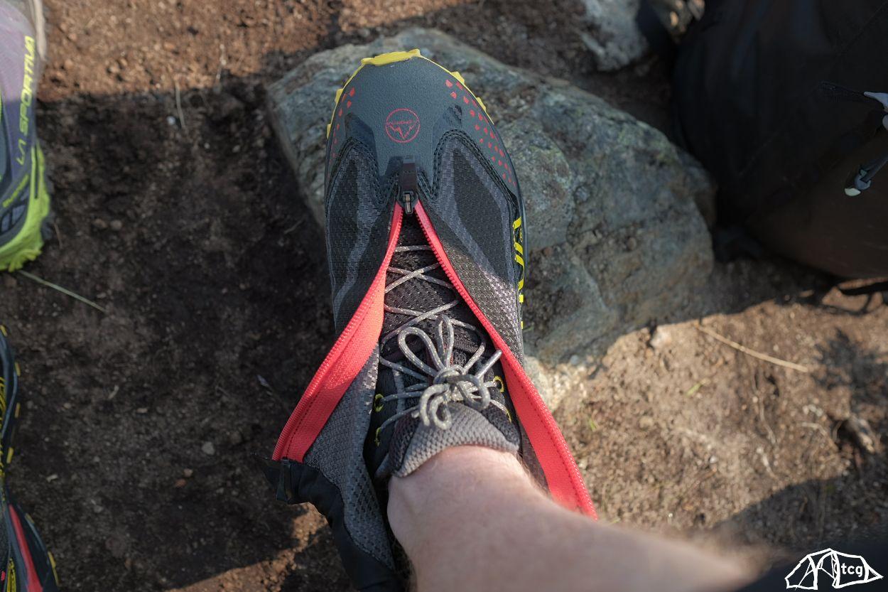 """Ein """"normaler"""" Schuh mir einer Gamasche bis über den Knöchel"""